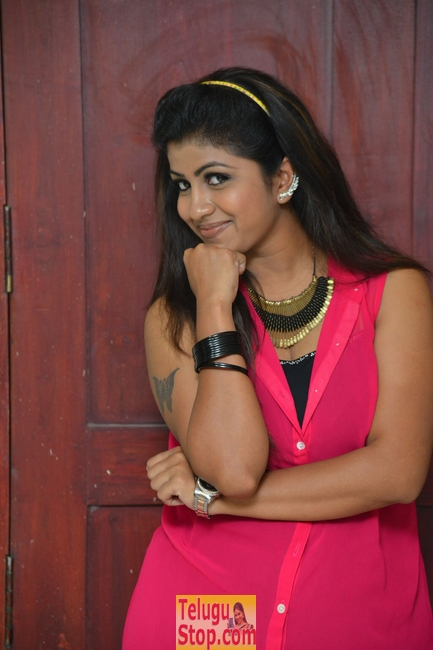 Geethanjali new stills 7- Photos,Spicy Hot Pics,Images,High Resolution WallPapers Download