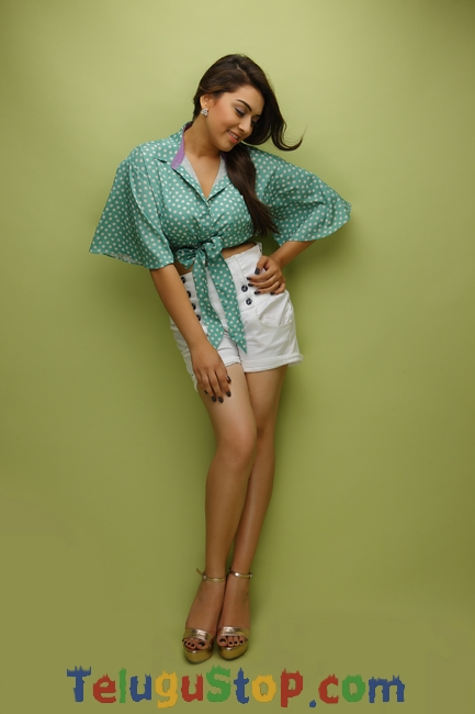 Hansika new pics- Photos,Spicy Hot Pics,Images,High Resolution WallPapers Download