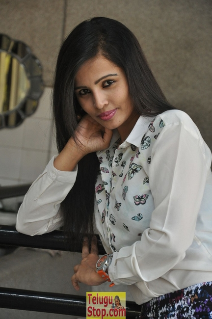 Hashika dutt stills- Photos,Spicy Hot Pics,Images,High Resolution WallPapers Download