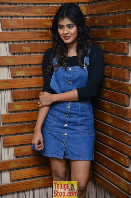 Hebah patel interview stills- Photos,Spicy Hot Pics,Images,High Resolution WallPapers Download