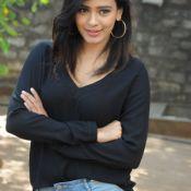 Hebah Patel New Stills Photo 3 ?>