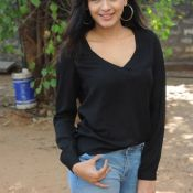 Hebah Patel New Stills Photo 4 ?>