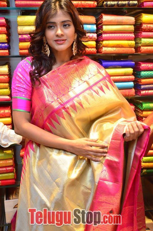 Heeba Patel Latest Stills-Heeba Patel Latest Stills-