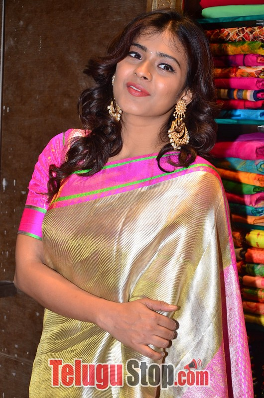 Heeba patel latest stills- Photos,Spicy Hot Pics,Images,High Resolution WallPapers Download