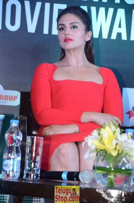 Huma qureshi latest stills- Photos,Spicy Hot Pics,Images,High Resolution WallPapers Download