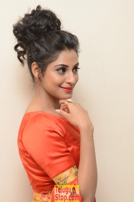 Iraa new stills- Photos,Spicy Hot Pics,Images,High Resolution WallPapers Download