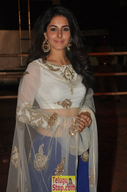Isha talwar latest stills- Photos,Spicy Hot Pics,Images,High Resolution WallPapers Download