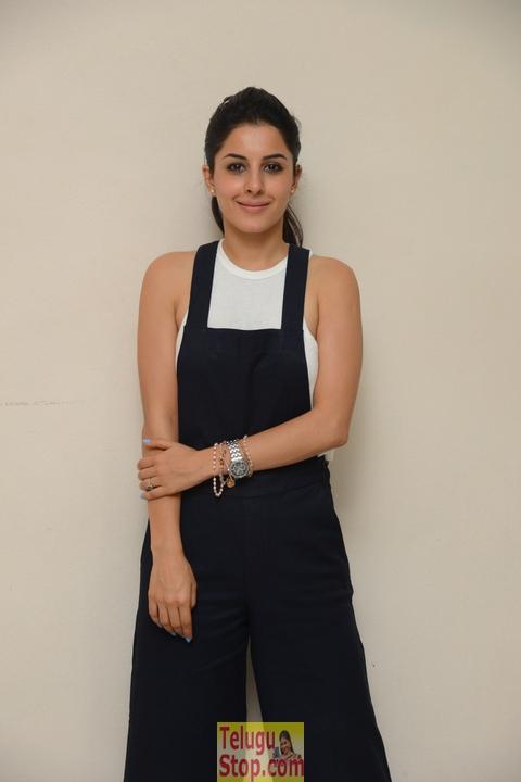 Isha Talwar New Stills-Isha Talwar New Stills--Telugu Actress Hot Photos Isha Talwar New Stills-