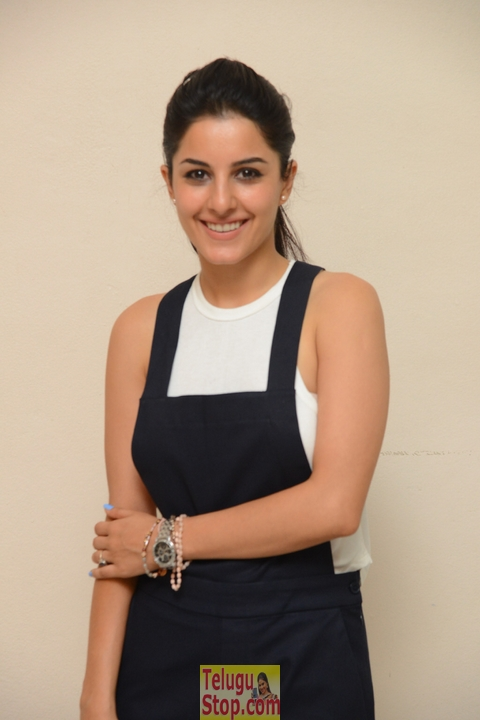Isha talwar new stills 2- Photos,Spicy Hot Pics,Images,High Resolution WallPapers Download