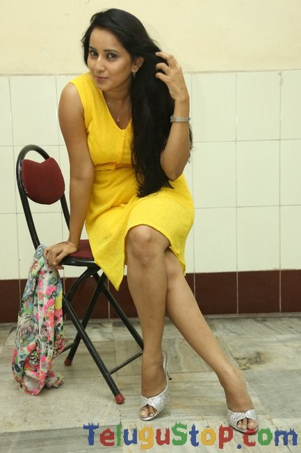 Ishika singh latest pics