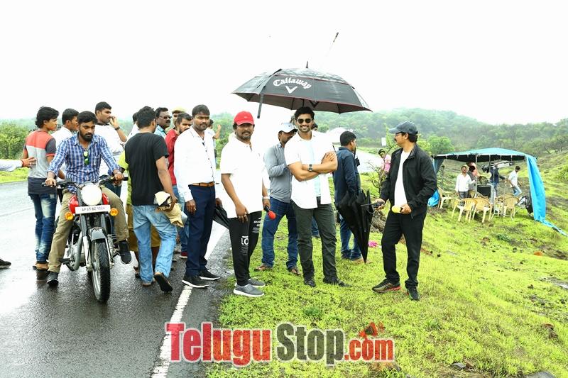 Jaya janaki nayaka movie woking stills- Photos,Spicy Hot Pics,Images,High Resolution WallPapers Download