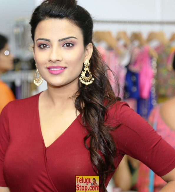 Jyoti sethi new pics- Photos,Spicy Hot Pics,Images,High Resolution WallPapers Download