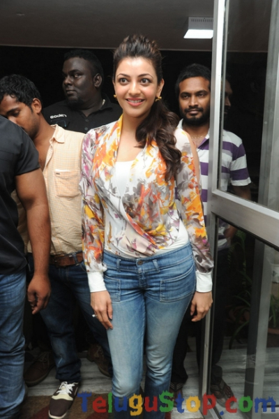 Kajal agarwal latest stills 2- Photos,Spicy Hot Pics,Images,High Resolution WallPapers Download