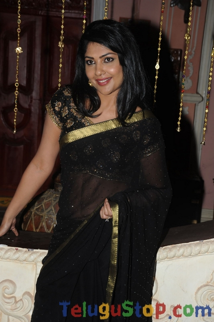 Kamalini mukherjee latest stills- Photos,Spicy Hot Pics,Images,High Resolution WallPapers Download