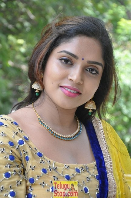 Karunya chowdary latest pics- Photos,Spicy Hot Pics,Images,High Resolution WallPapers Download