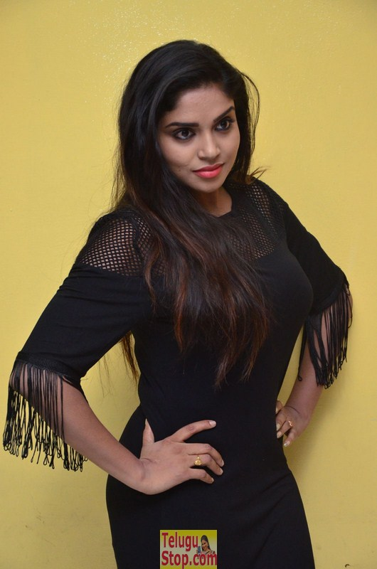 Karunya new pics- Photos,Spicy Hot Pics,Images,High Resolution WallPapers Download
