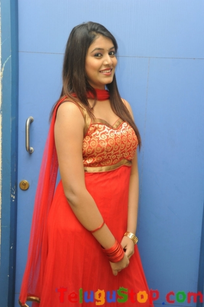 Kavya kumar latets gallery- Photos,Spicy Hot Pics,Images,High Resolution WallPapers Download