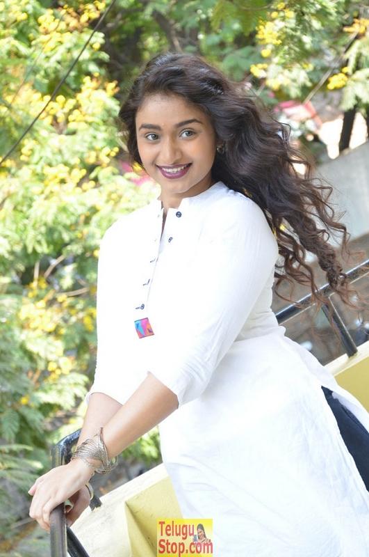 Kiran chetwani new stills