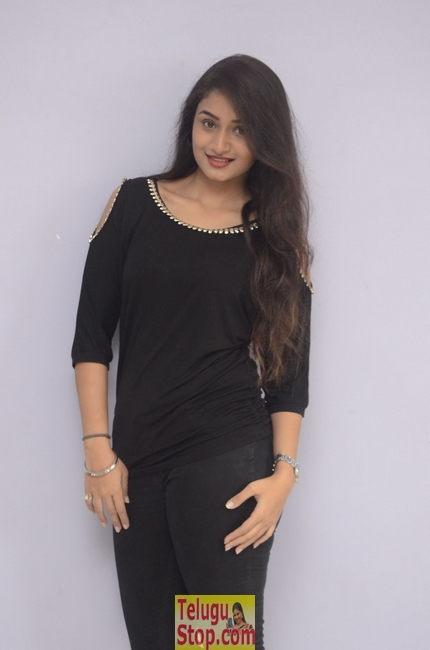 Kiran chetwani stills 2- Photos,Spicy Hot Pics,Images,High Resolution WallPapers Download
