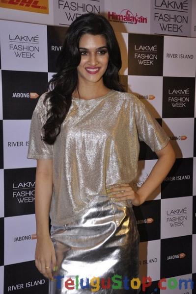 Kriti Sanon Latest Pics-Kriti Sanon Latest Pics--Telugu Actress Hot Photos Kriti Sanon Latest Pics-