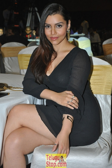 Kyra dutt latest pics- Photos,Spicy Hot Pics,Images,High Resolution WallPapers Download