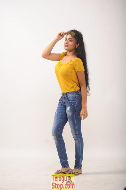 Lakshmi devi samarpinchu nede chudandi movie stills- Photos,Spicy Hot Pics,Images,High Resolution WallPapers Download