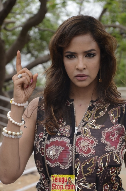 Lakshmi manchu latest stills 2- Photos,Spicy Hot Pics,Images,High Resolution WallPapers Download