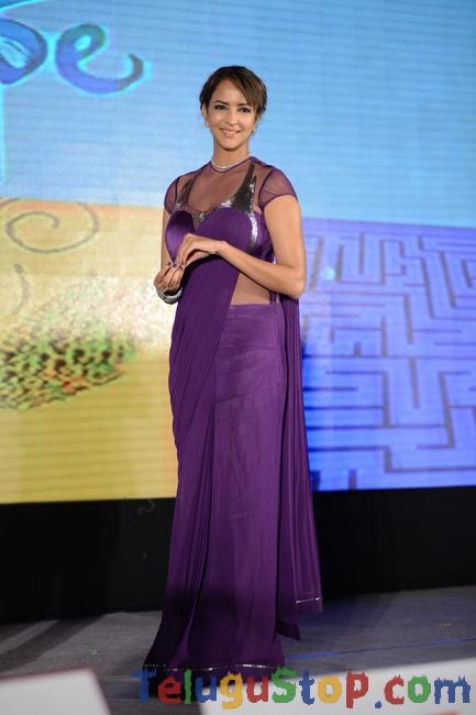 Lakshmi manchu new stills- Photos,Spicy Hot Pics,Images,High Resolution WallPapers Download