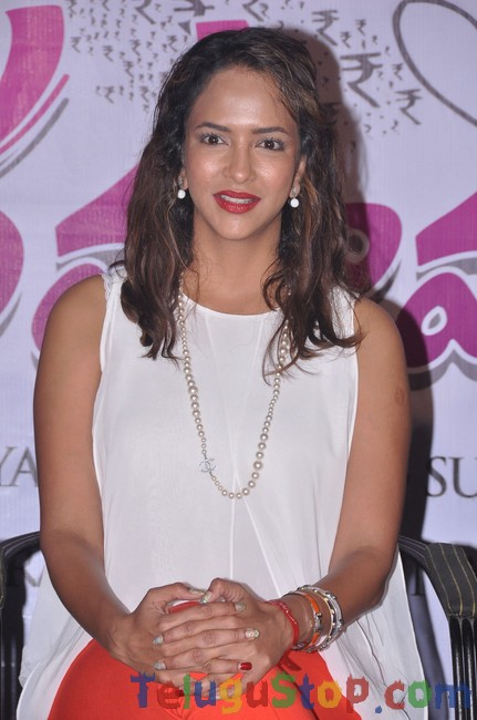 Lakshmi manchu stills- Photos,Spicy Hot Pics,Images,High Resolution WallPapers Download