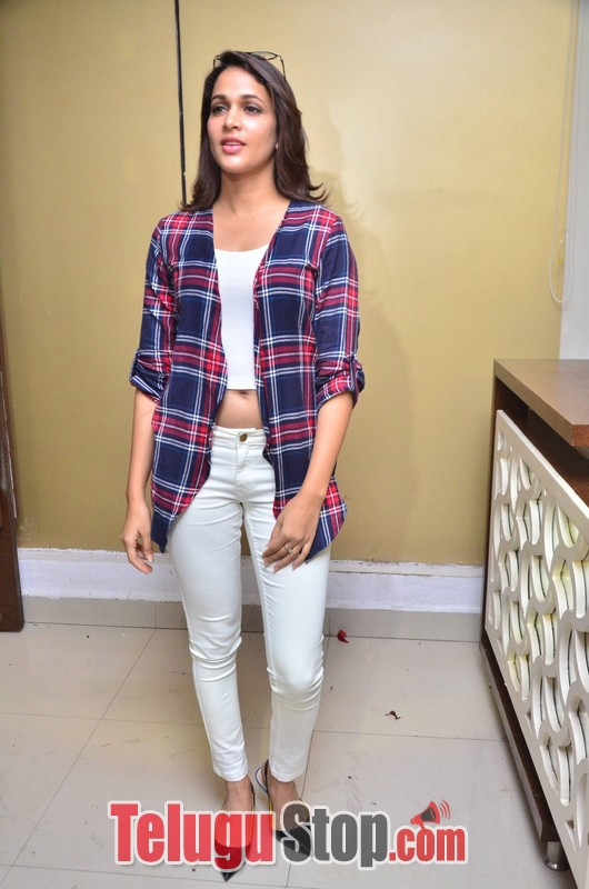 Lavanya tripathi stills 5- Photos,Spicy Hot Pics,Images,High Resolution WallPapers Download