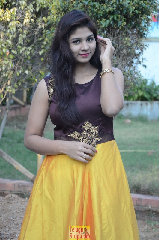 Lucky sree stills- Photos,Spicy Hot Pics,Images,High Resolution WallPapers Download