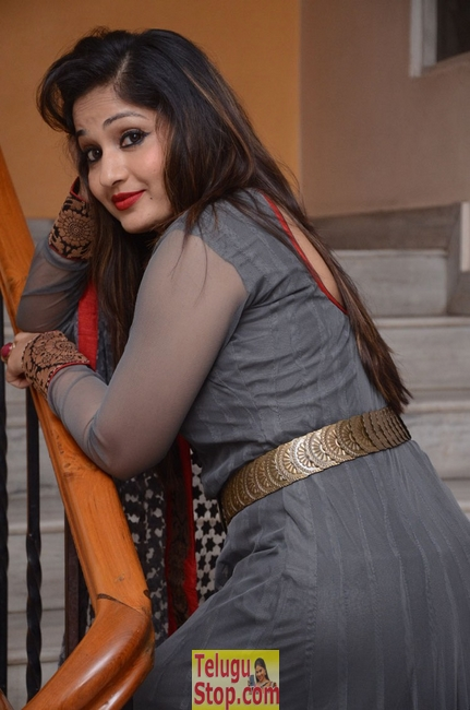 Madhavi latha new stills 2- Photos,Spicy Hot Pics,Images,High Resolution WallPapers Download