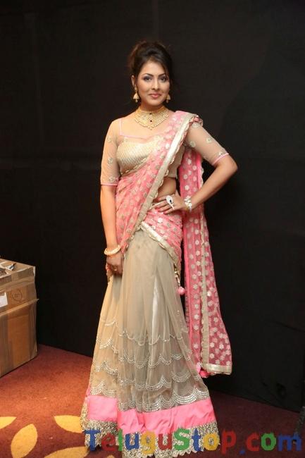 Madhu Shalini Latest Pics-Madhu Shalini Latest Pics-