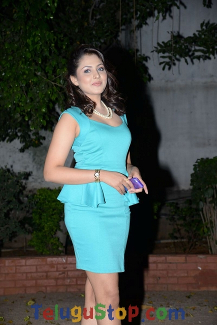 Madhu shalini new stills- Photos,Spicy Hot Pics,Images,High Resolution WallPapers Download
