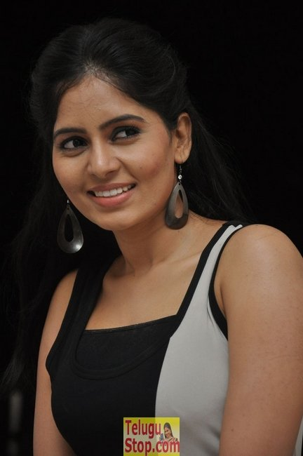 Madhumitha new stills 2- Photos,Spicy Hot Pics,Images,High Resolution WallPapers Download