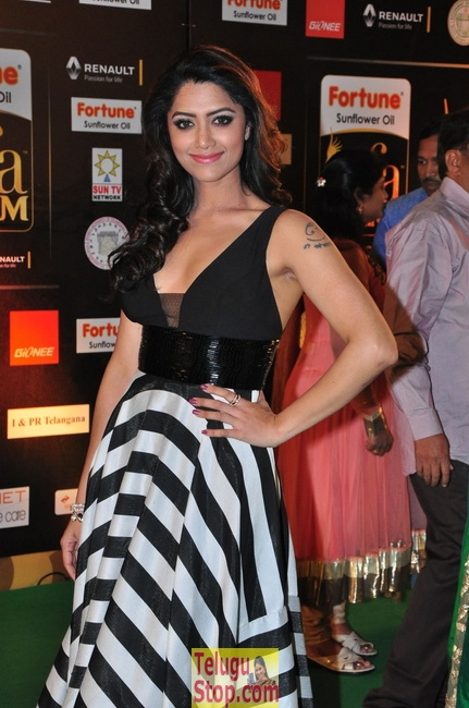 Mamta mohandas stills 2- Photos,Spicy Hot Pics,Images,High Resolution WallPapers Download