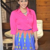 manara-chopra-latest-stills03