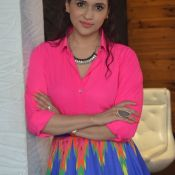 manara-chopra-latest-stills05