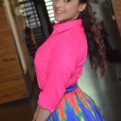 manara-chopra-latest-stills06