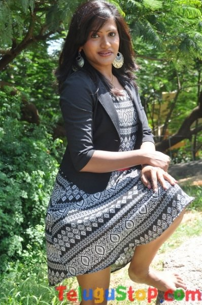 Manaswini latest stills- Photos,Spicy Hot Pics,Images,High Resolution WallPapers Download