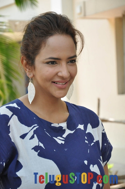 Manchu lakshmi new gallery- Photos,Spicy Hot Pics,Images,High Resolution WallPapers Download