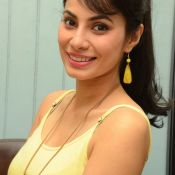 manisha-kelkar-new-stills03