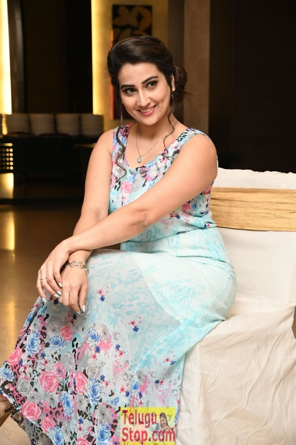 Manjusha latest stills- Photos,Spicy Hot Pics,Images,High Resolution WallPapers Download