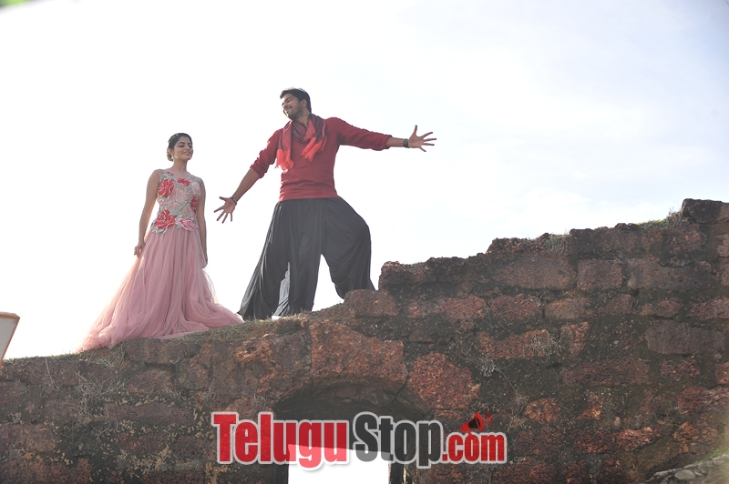 Meda meeda abbayi movie stills- Photos,Spicy Hot Pics,Images,High Resolution WallPapers Download