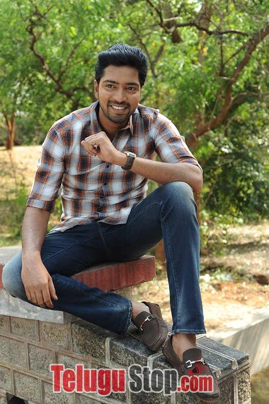 Meda Meeda Abbayi Movie Stills-Meda Meeda Abbayi Movie Stills-