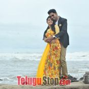 meda-meeda-abbayi-movie-stills06