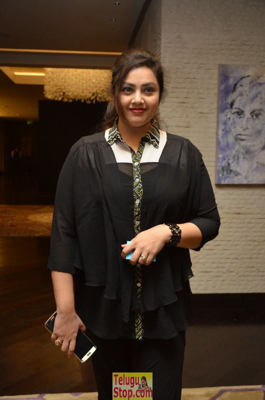Meena new stills 2- Photos,Spicy Hot Pics,Images,High Resolution WallPapers Download