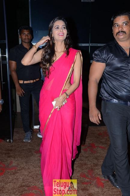 Meenakshi Dixit New Stills-Meenakshi Dixit New Stills--Telugu Actress Hot Photos Meenakshi Dixit New Stills-