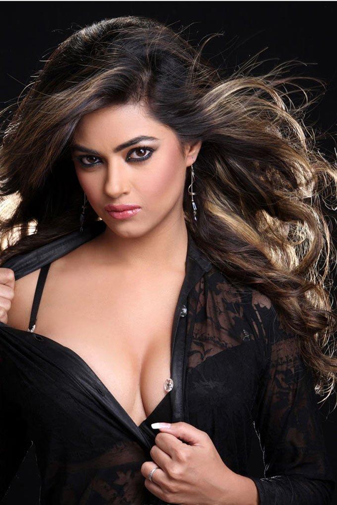 Meera Chopra Hot Stills--Telugu Actress Hot Photos Meera Chopra Hot Stills-