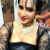 Meera Mithun Hot Stills- Photo 4 ?>